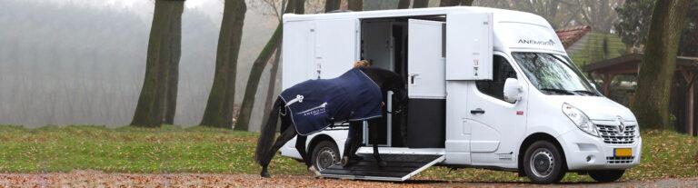 anemone horsetrucks vrachtwagentje paard laden zijklep wit